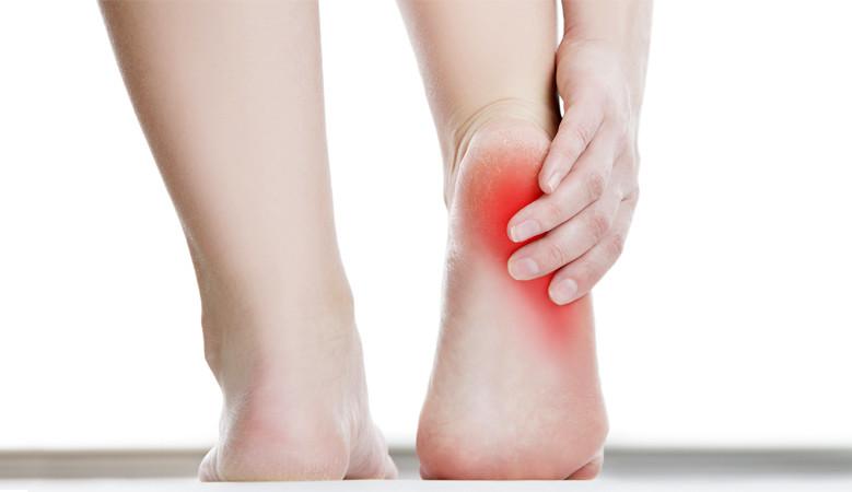 a nagy lábujj ízülete fáj és duzzadt könyökfájdalmat okoz
