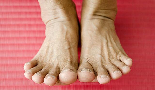 fáj a hát és a lábak ízületei