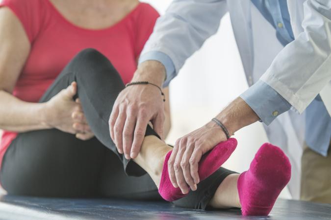 a csípőízület egyik lába fájni kezdett fájdalom enyhítése a lábak ízületeiben