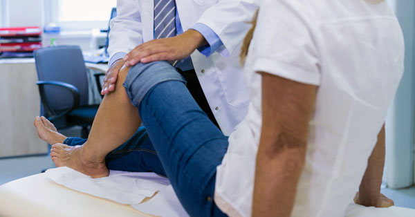 térdfájdalom kicsavart lábát kenőcsök izmok és ízületek nevéhez