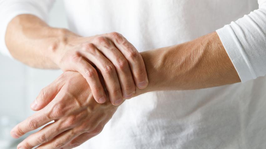 fájdalom a kéz minden ízületében