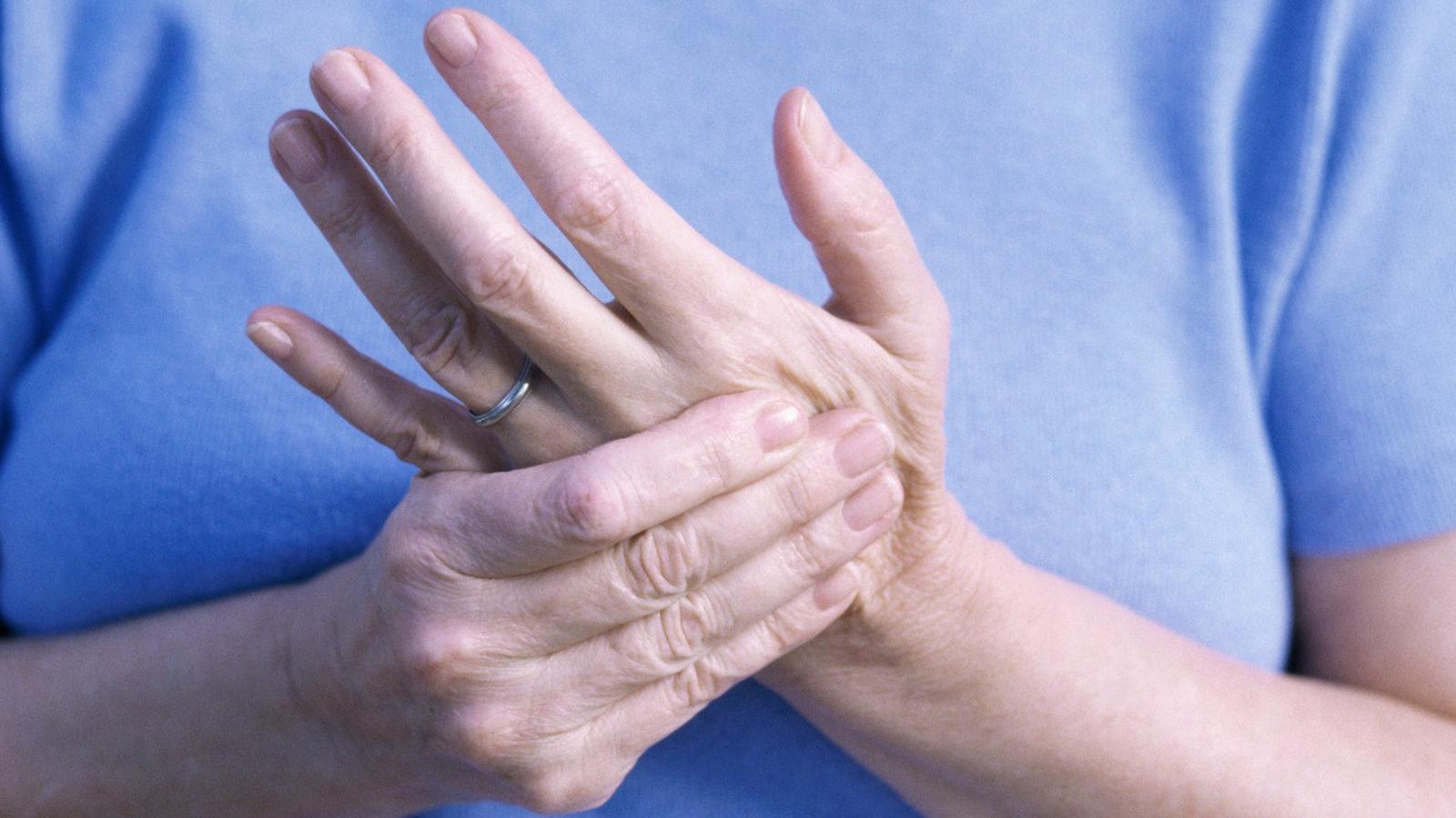 Súlyos problémákat jelezhet a kéz zsibbadása   óra