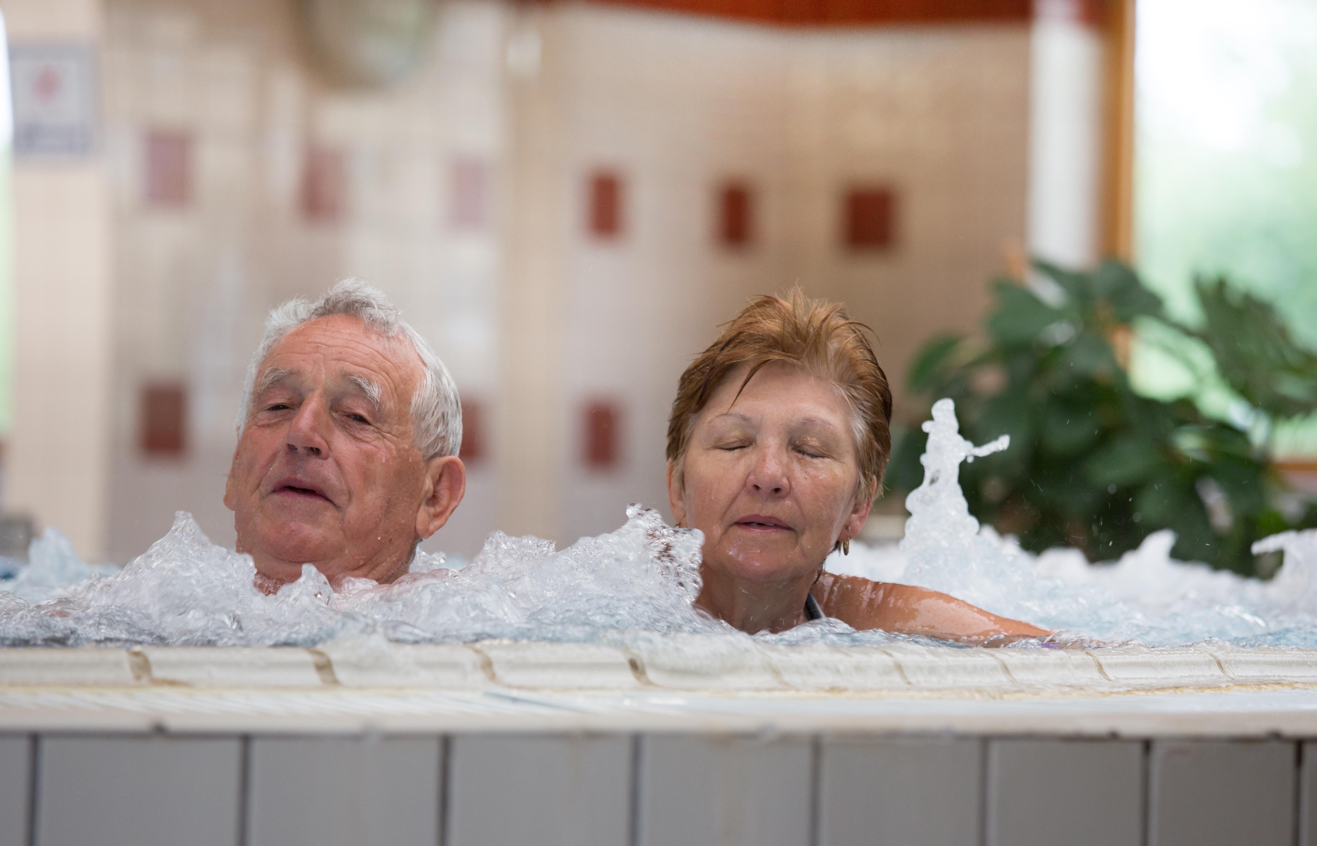 fürdők térd ízületi gyulladás kezelésére